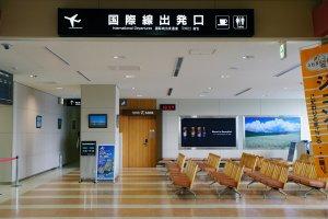 Rute internasional dan domestik beroperasi melalui Bandara Asahikawa