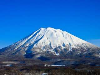 Mt Yotei on a clear day as seen from behind the Hirafu Lawson