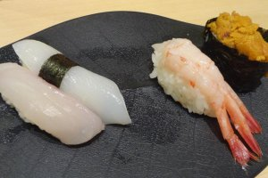 When you get a place at the counter, please make eye contact with the sushi chef closest to you. The timing is really important. If you know what you want, just tell him the names of a few neta (fish names) at the same time