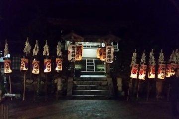Chochin Mairi lanterns lined up at the Honden