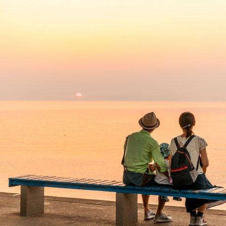 「日本一海に近い駅」下灘駅と「夕陽が立ち止まる町」双海町