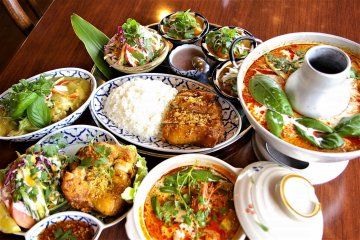 The Five wise chefs from Thailand continue to amaze us with their authentic and delicate pork and chicken curries, followed by desserts like the Mango Forest or Matcha Ice Cream with Red Beans