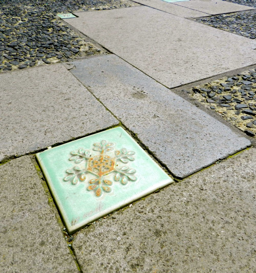 Tiny snowflake tiles remind visitors that snow season is never far away from Ginzan,