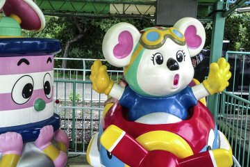 <p>Coin-operated rides</p>