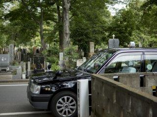 Có một câu nói rằng 'giấc ngủ đến khi bạn qua đời', nhưng bóng cây và con đường yên tĩnh chạy qua nghĩa trang dường như là nơi lý tưởng để ngủ cho những tài xế taxi mệt mỏi