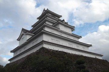 Nearby is the impressive castle Tsurugo-jo