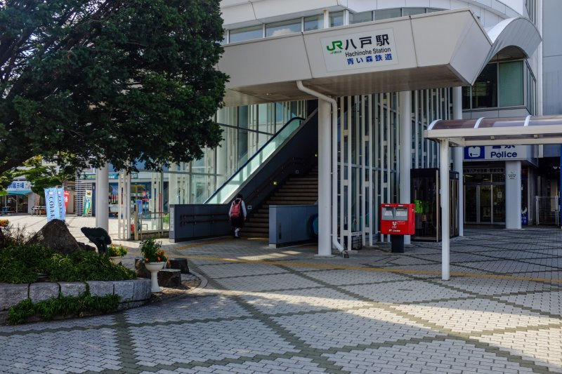 The central entrance to JR East Hachinohe Station