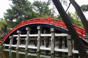 The iconic Taiko-bashi