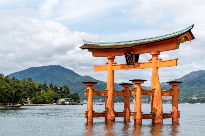 """Itsukushima Shrine's """"floating"""" torii gate"""