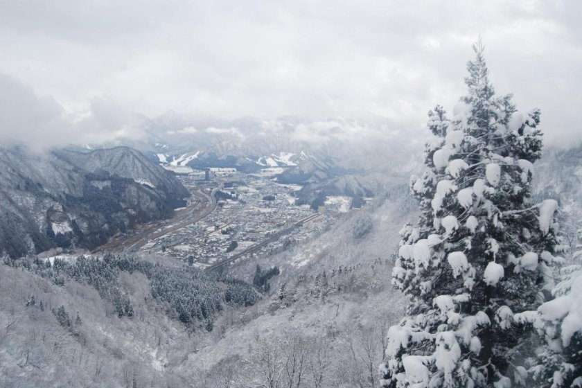 Pemandangan dari puncak lereng GALA Yuzawa SnowResort