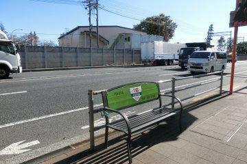 东京环状大道的长椅
