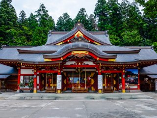 The Shrine colours reflect brialliantly during the later hours of the afternoon and early morning