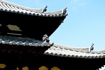 Decorations of the roofing tiles