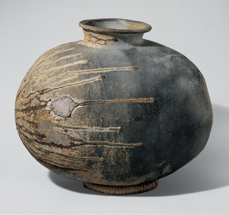 An example of Sue pottery, which requires higher temperatures for firing.