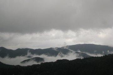 On bad weather Fuji-san can't be seen