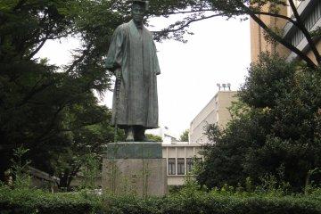 大隅重信雕像