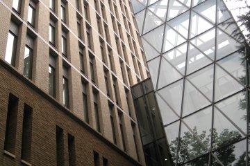 早大教学楼设计得很有现代感