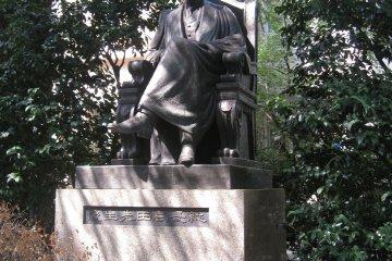 高田早苗雕像