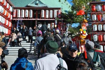 The Hongaku-ji grounds over the New Year period