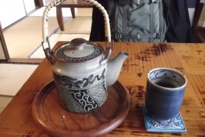 The traditional teapot and teacup