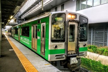 The Echigo Tokimeki Railway's Myoko Haneuma Line also operates here