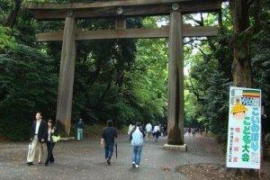 典型的日本宗教大门