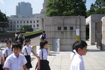 看到很多日本中学生过来参观