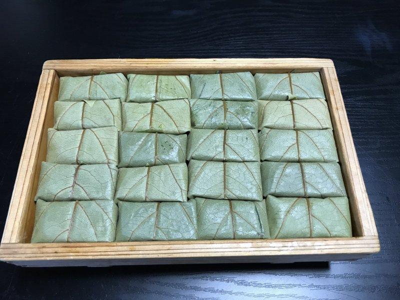 Kakinoha-zushi made at Kuwaraku