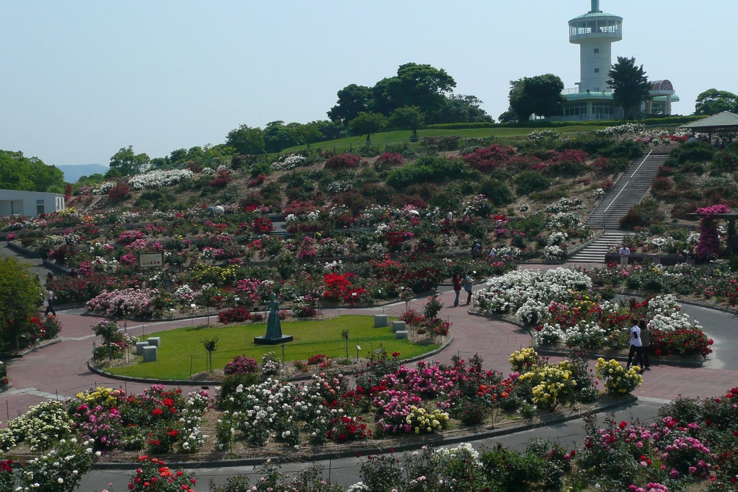 This is Japan\'s largest rose garden
