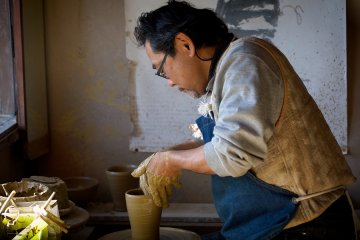 Meet a Traditional Japanese Pottery Craftsman