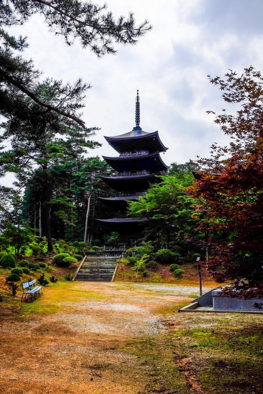 O pagode de cinco andares é o centro do complexo do templo