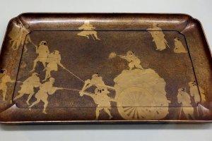 An example of an Edo Period maki-e tray
