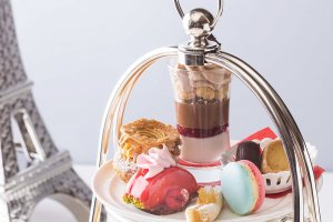 A variety of sweets are served with the afternoon tea set