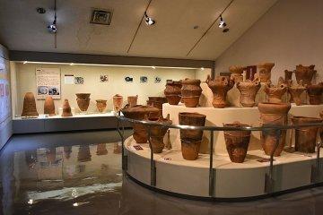 Yamanashi Prefectural Museum exhibiting Jomon pottery