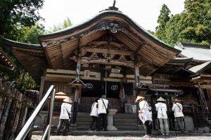 Pilgrims pray at Kiyotakiji