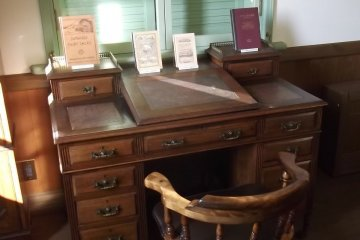 A desk like the one Griffis would have sat at