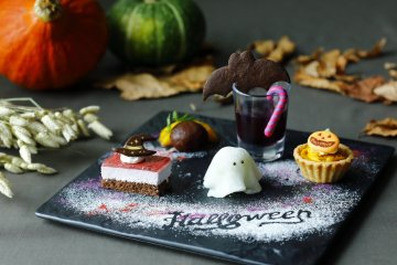 If an afternoon tea is too much, there's also a Halloween dessert plate priced at 2000 yen