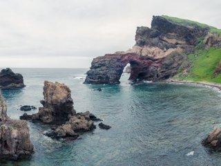 Cầu thiên đường, hình vòm được hình thành sau khi một hang động bị nước biển bào mòn