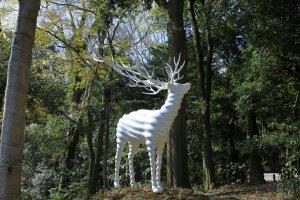 Meiji Jingu Forest Festival of Art Kohei Nawa (White Deer Meiji Jingu) 2020 Photo: Keizo Kioku