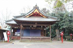 Kagura stage at Washinomiya Shrine