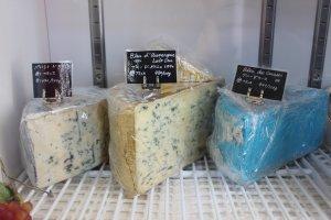 フランス ラングドック・ルシヨン地方産 羊乳製のブルーチーズ「ペルシエ・ド・マルジュ」を試食して買い求めた。絶品!
