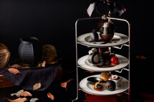 Grand Nikko Tokyo Daiba's afternoon tea takes on a black theme