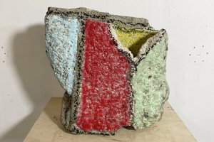 Rie Shinno's works incorporate various objects like rocks and crayons