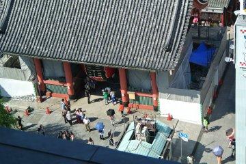 Kaminari-mon Gate from the tourist center