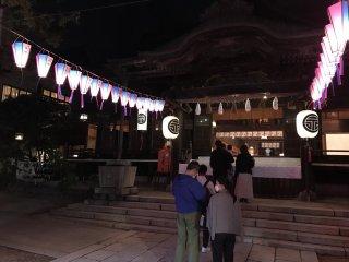 Гости фестиваля у храма