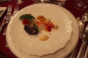 福井の野菜、福井の雲丹を使った冷たい前菜。黒味さんのスタイルは福井の食材を吟味して多用するところにあります。だから、ファンが多いのです。