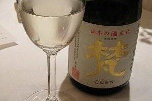 特選純米大吟醸「梵」。精米歩合40%。0℃で2年間熟成。ボディがどっしりとしているが、ふっくらとしている味わいで、嫌味がまったくない。2005年全米酒歓評会でゴールドメダル受賞の一本です