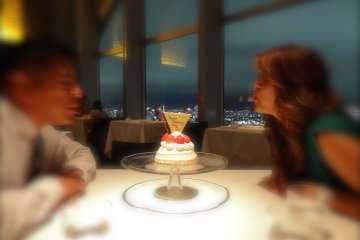 Celebrate your special occasion with a strawberry shortcake, ¥3,100