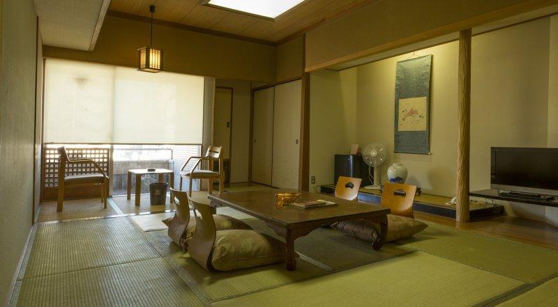 ห้องพักขนาด 14 โจว (เสื่อตาตามิ) ที่มีขนาดใหญ่เหลือเชื่อ