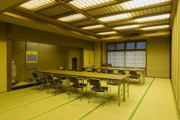 ห้องโถงสำหรับจัดงานเลี้ยงที่แบ่งออกเป็นสองห้องแต่สามารถรวมกันเป็นห้องขนาดใหญ่ได้